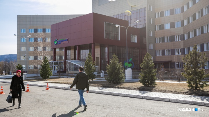 Малышку весом в 500 грамм выхаживают в Перинатальном центре Красноярска