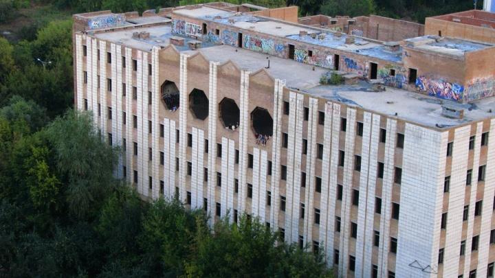 Заброшенное здание на Врубеля будут охранять