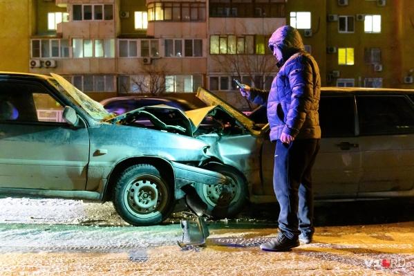 Родные пострадавших волгоградцев едва не устроили самосуд над виновником аварии