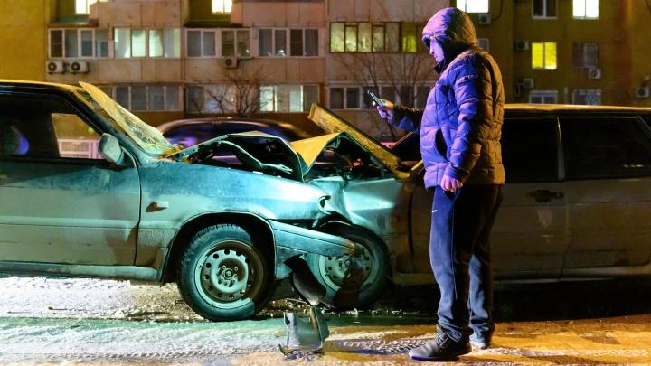 «Он едва стоял на ногах»: в Волгограде серьезная лобовая авария едва не закончилась дракой