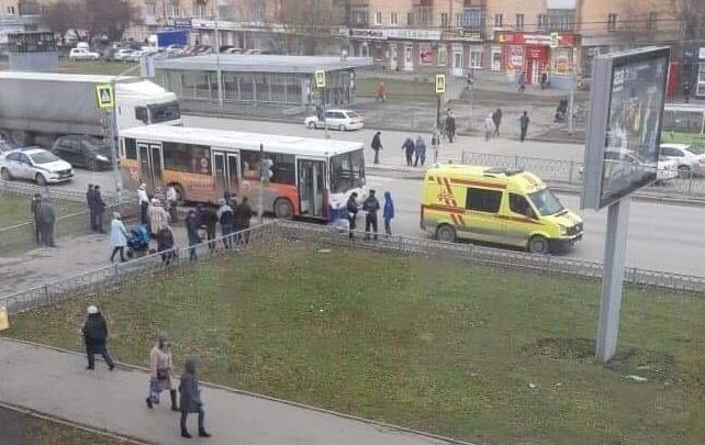 На проспекте Космонавтов автобус 56-го маршрута насмерть сбил дедушку-пешехода