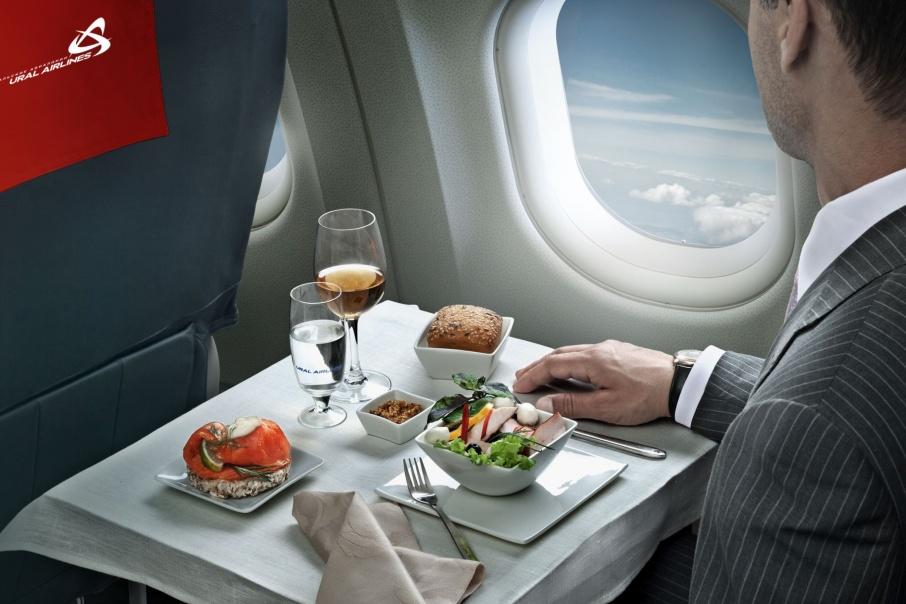 Комфортно и выгодно: пассажиры бизнес-класса «Уральских авиалиний» летают за полцены