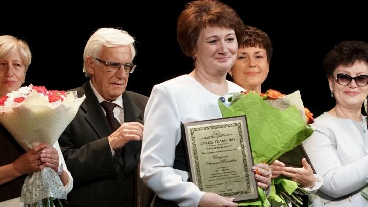 Учителей школ из Прикамья наградили федеральными и краевыми премиями