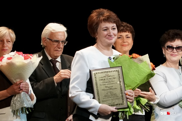 К Дню учителя Наталию Шагулину, которая защищала детей при резне в пермской школе, внесли в Книгу почета департамента образования