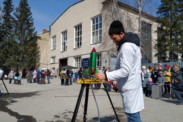 Старший научный сотрудник ИТПМ СО РАН Илья Зверков на один день становится начальником космодрома