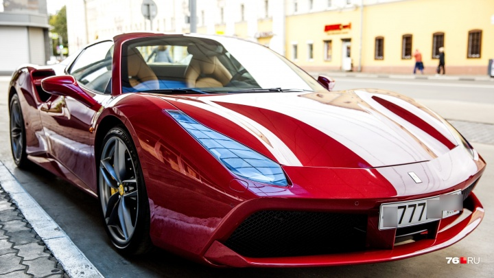 Ярославцев взбудоражила«Феррари» за 20 миллионов: кто сел в дорогой спорткар