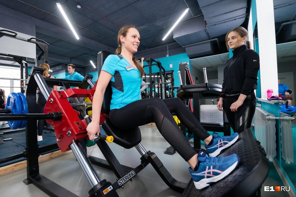Позанимавшись с тренером, Аня сама решила стать фитнес-инструктором