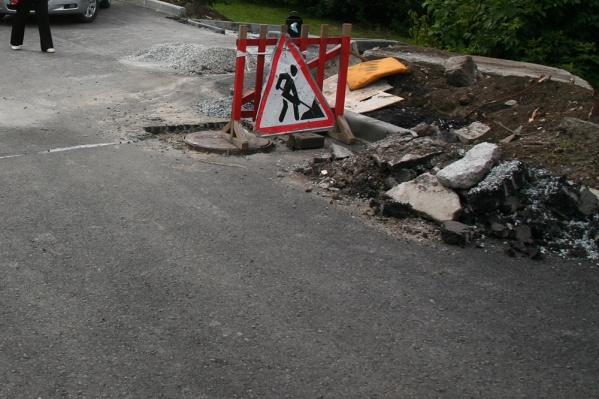 Мэрия ищет подрядчика, который будет ремонтировать разбитые тротуары два года подряд