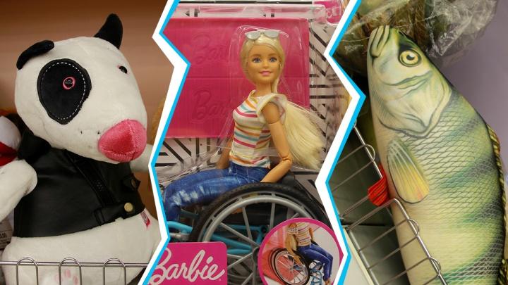 Барби-инвалид, радиоуправляемый скорпион и садо-мазо-пёс: обзор необычных детских игрушек в Омске
