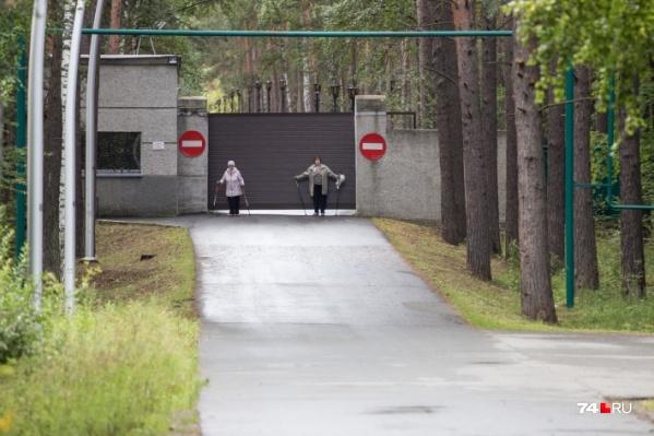По дороге к «обкомовским дачам» любят ходить пенсионеры