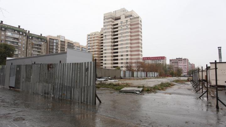 Вместо автостоянки на Северо-Западе Челябинска начали строить 25-этажный дом с подземным паркингом