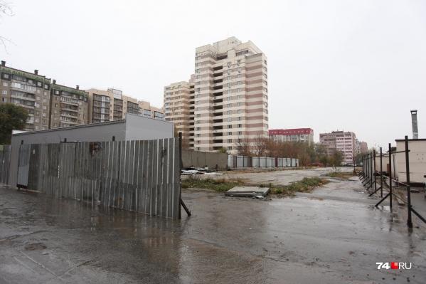 Вместо парковки на участке появится 25-этажный жилой дом