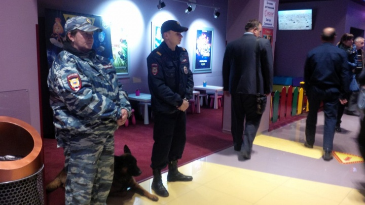 Фото: полиция оцепила кинотеатр ради показа «Матильды»