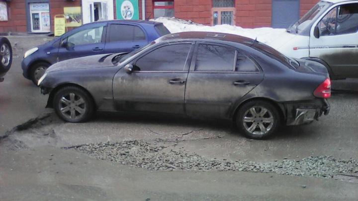 «Где дороги?»: на Котовского сильно просел асфальт — яма длиной в машину