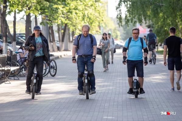 Наши герои в шутку называют свою группу «федерацией моноколёсников Челябинска»