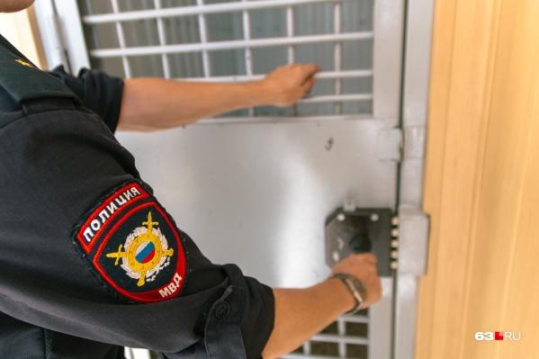 Житель Чапаевска пытался подкупить полицейского во время следственного эксперимента