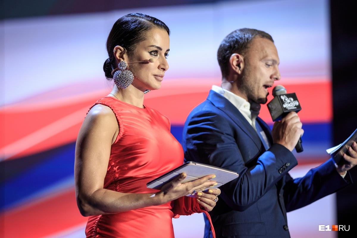 Вели церемонию открытия генпродюсер «Матч ТВ» Тина Канделаки и телеведущий Тимур Соловьёв