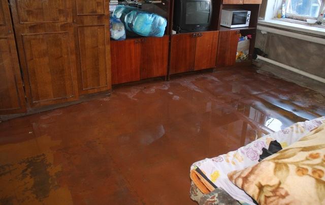 В Уфе затопило жилой дом