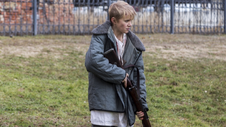 Перед 2 февраля в Волгограде сняли трагичный клип о расстреле детей в годы войны