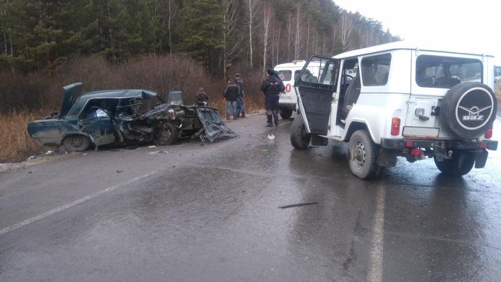 Под Камышловом 21-летний водитель вылетел на встречку и врезался в УАЗик