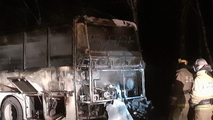«Боялись, что взорвётся»: на трассе М-5 в Челябинской области сгорел рейсовый автобус