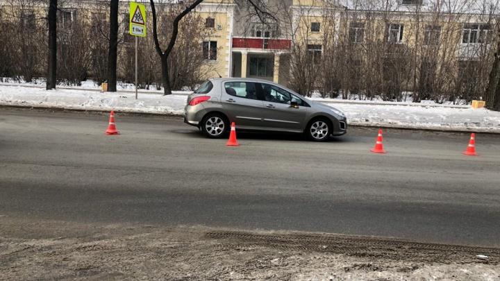 Не увидел машину из-за капюшона: в Екатеринбурге подросток попал под колеса иномарки