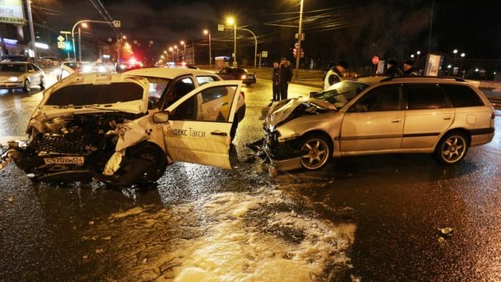 Родным погибшей в ДТП пассажирки «Яндекс.Такси» выплатят два миллиона рублей