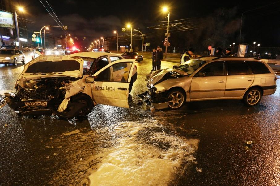 Попавшие в ДТП пассажирка и водитель «Яндекс.Такси» были застрахованы на 2 миллиона рублей