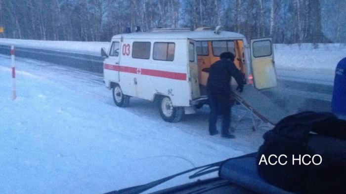 Спасатели около 350 метров тянули пострадавших на санях по снегу