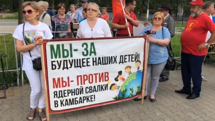 «Мы боремся за жизнь». В Чайковском прошёл митинг против переработки опасных отходов в Камбарке