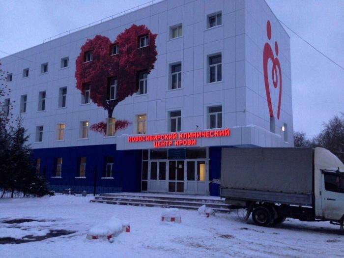 Необычные граффити появились на здании центра в январе