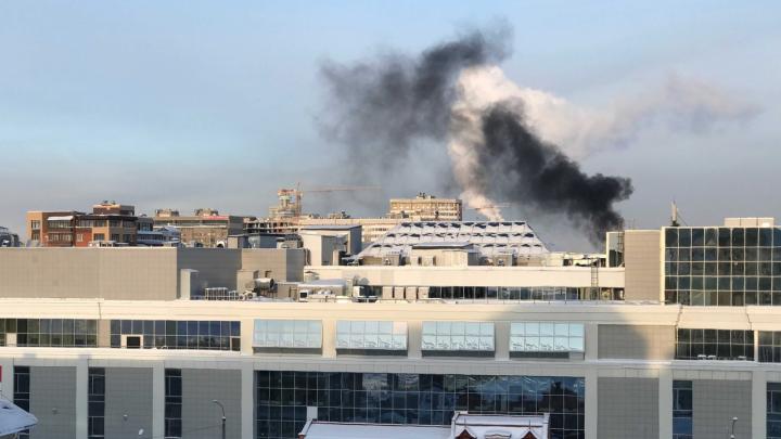 Черно-белые клубы: прямо сейчас в Архангельске очередной пожар, который видно издалека