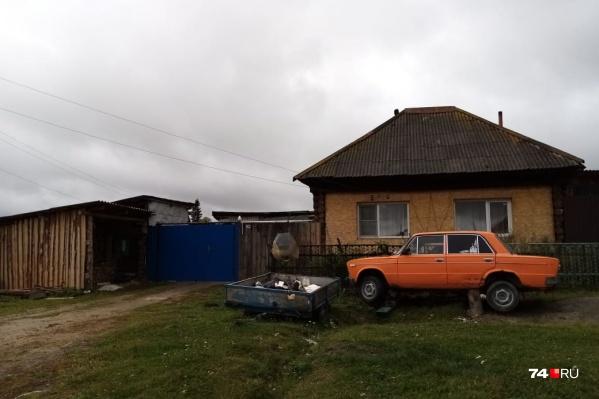 Этот домЦелищевы приводили в порядок много лет, а теперь их выселяют на улицу