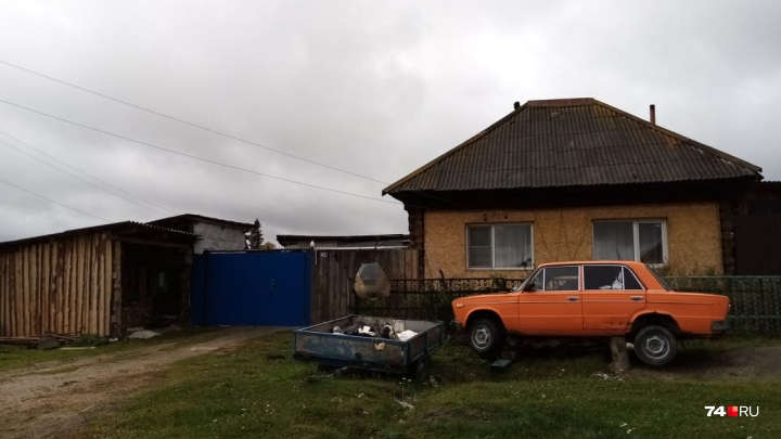 «Требует полмиллиона»: на Южном Урале многодетную семью выселяют из дома, купленного по расписке