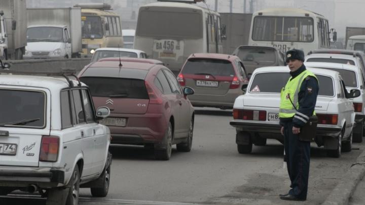 Всё стоит: пробки в Челябинске достигли пика из-за аварий