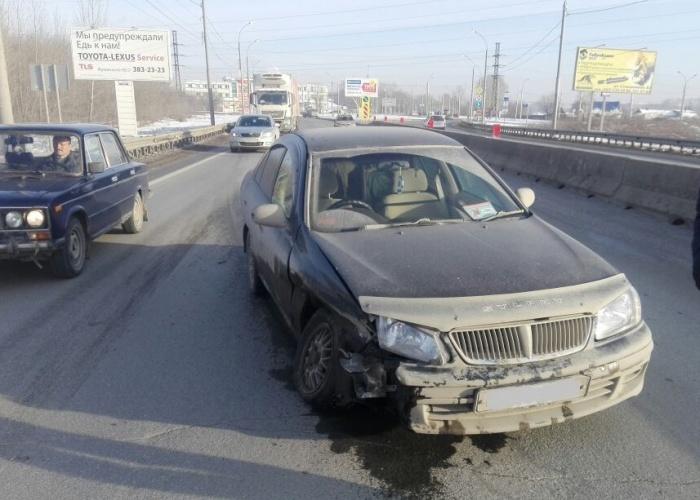 «Ниссан», пострадавший в аварии на Станционной