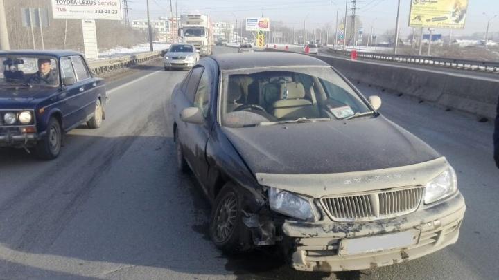 Водитель иномарки поймал попутку и устроил погоню за протаранившей его «Ладой»