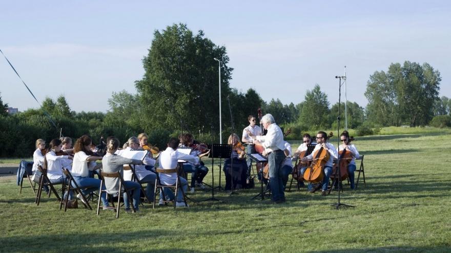 Видео: камерный оркестр дал бесплатный концерт на острове Татышев