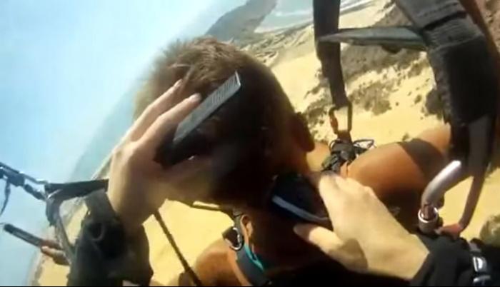 Видео: новосибирцу сделали модную стрижку во время полёта на параплане над Вьетнамом