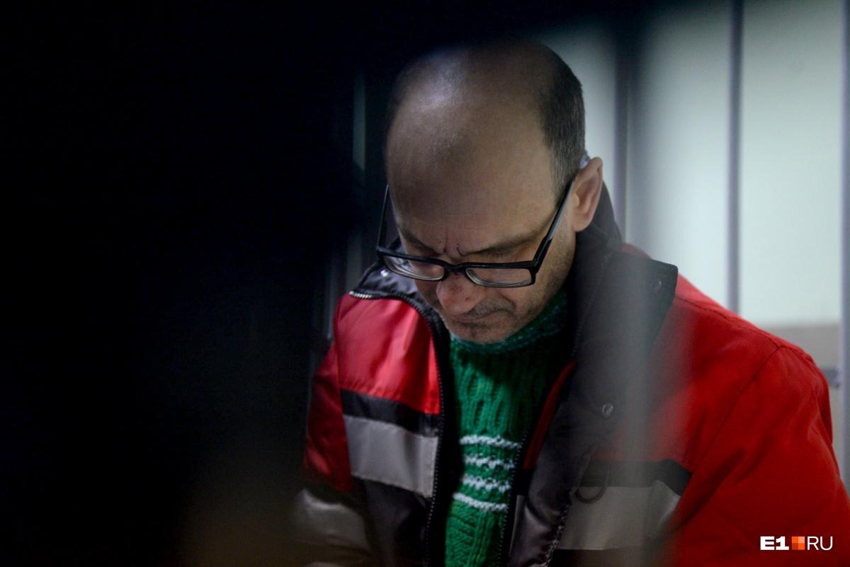 Владимира Пузырева посадили за решетку на время следствия. Его жена после ДТП звонила родственникам пострадавших, но сказала, что у семьи нет денег, чтобы компенсировать ущерб
