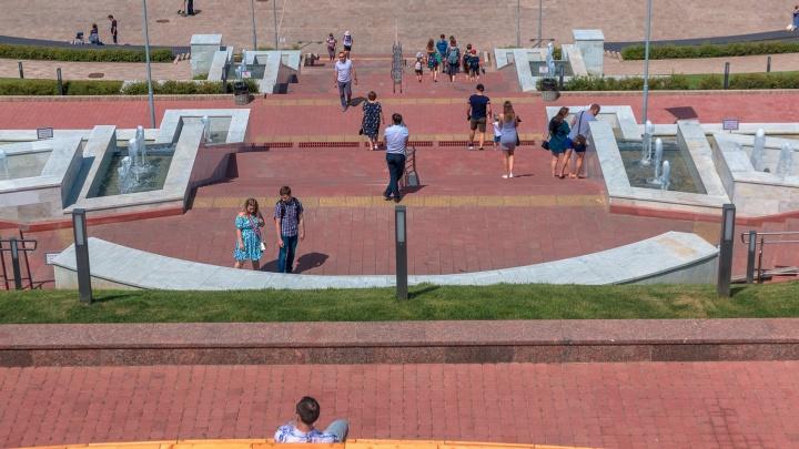 Фонтаны-ступеньки на спуске площади Славы подсветят