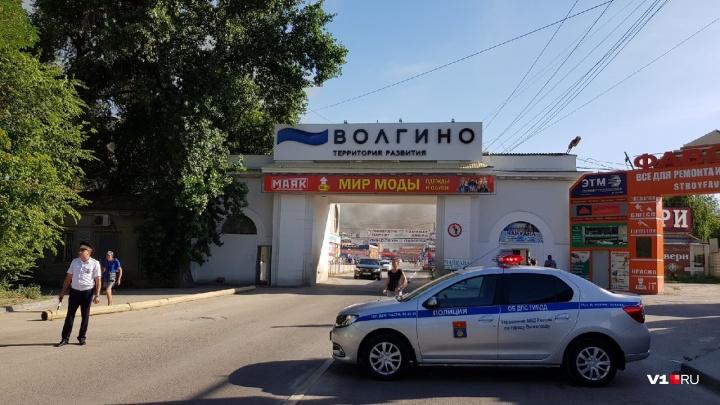 В Волгограде полиция оцепила горящую оптовую базу на Тулака: фоторепортаж