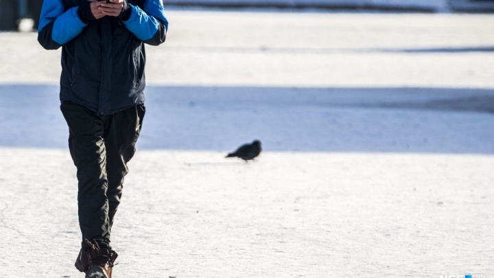 В Новосибирской области ищут подростка в красной ветровке с особенностями развития