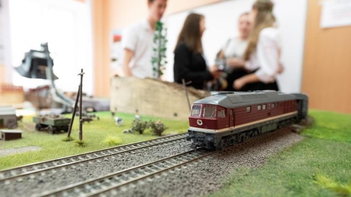 «Все гудит, моргает и шевелится»: выставка крошечных поездов и техники открылась в Волгограде