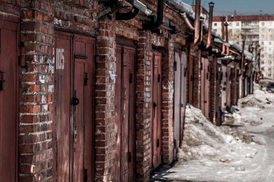 Молодой мужчина угорел вгараже в основном районе Новосибирска