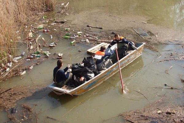 За два месяца из вод Темерника вытащили 327 тонн плавающего мусора