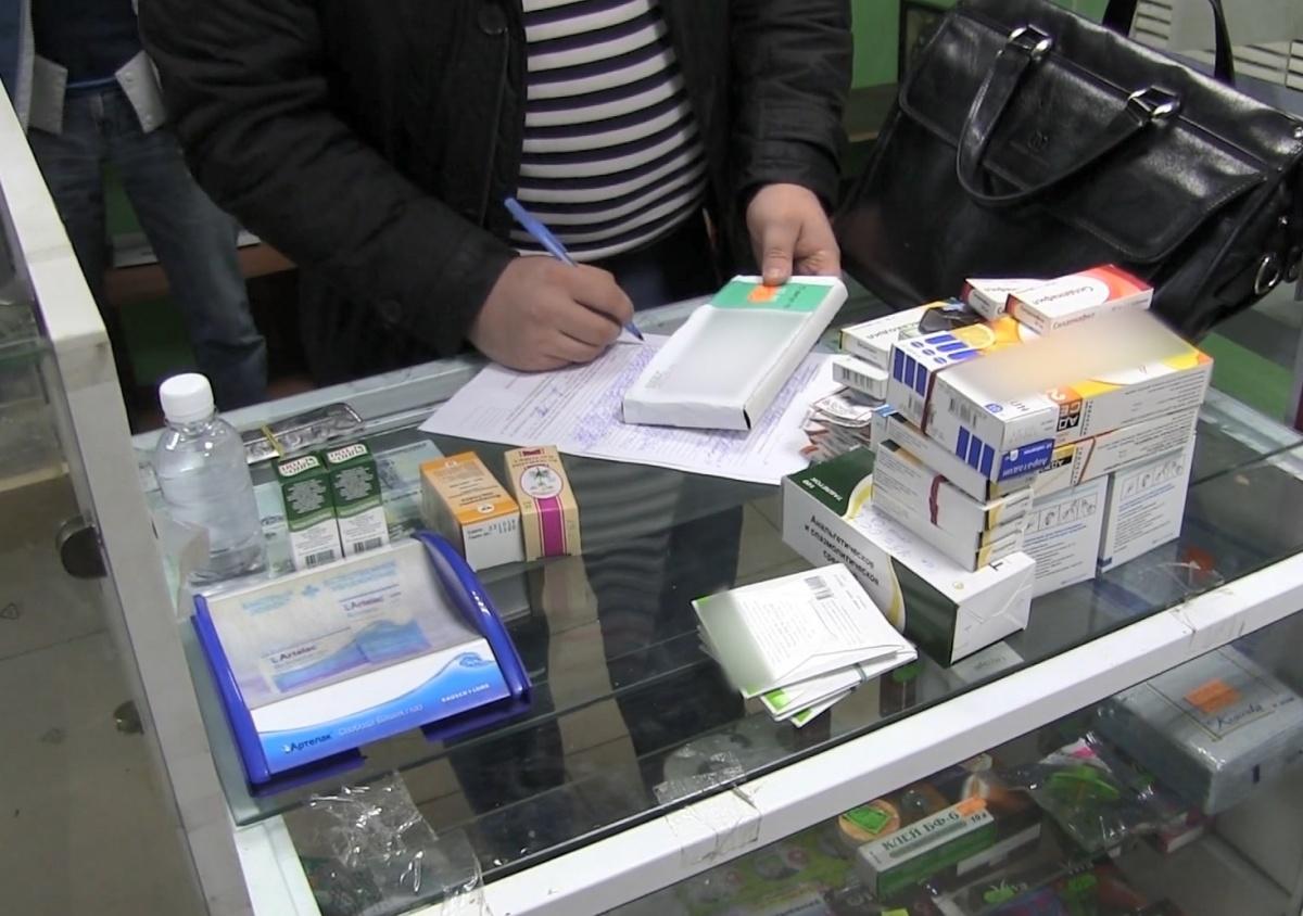 Паленые лекарства продавал в аптеке на улице Лескова