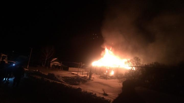 В Самарской области сотрудники ДПС вытащили из горящего дома пожилую семейную пару