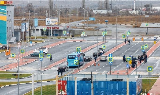 Самолет из Москвы в Волгоград приземлился в аэропорту Астрахани