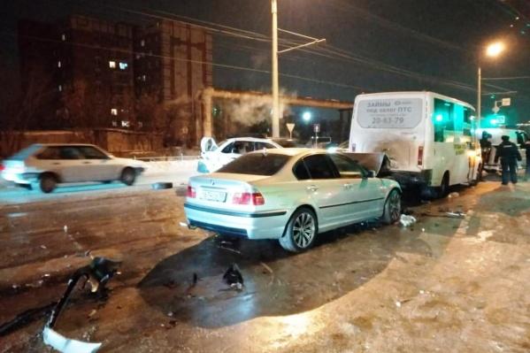 Водитель BMW не выдержал безопасную дистанцию